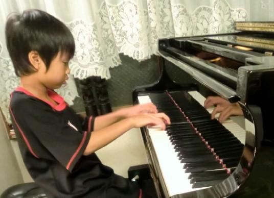 CIMG2354.かっくんピアノJPG