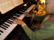 CIMG2365.りっくんピアノJPG