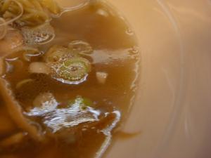 08072514燵家製麺・醤油らーめん スープアップ