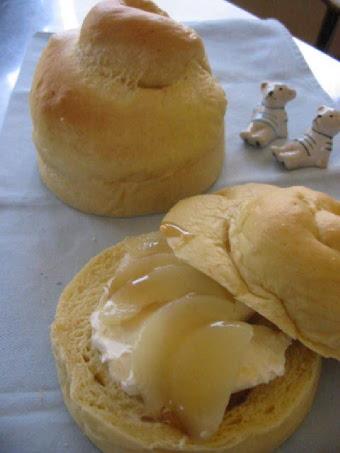 黄色いパン 白桃