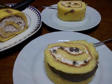 桜のロールケーキ・カット