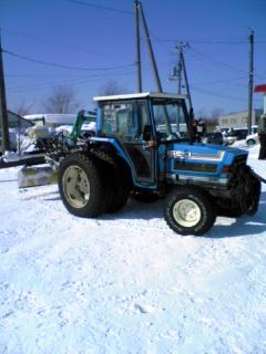 圧雪トラックター