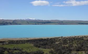 すごくキレイなミルキーブルーの湖!!