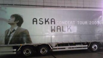 会場前のトラック♪