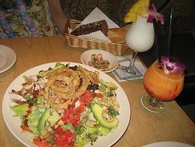サラダとカクテル