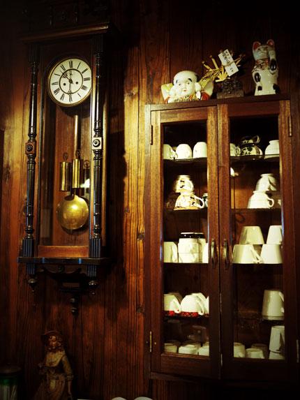 藤枝 コーヒーの苑   店内古時計