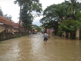 洪水10月10日01