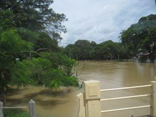 洪水10月11日03