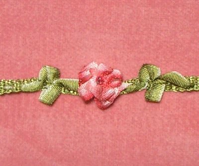 出来上がったリボン刺繍の花