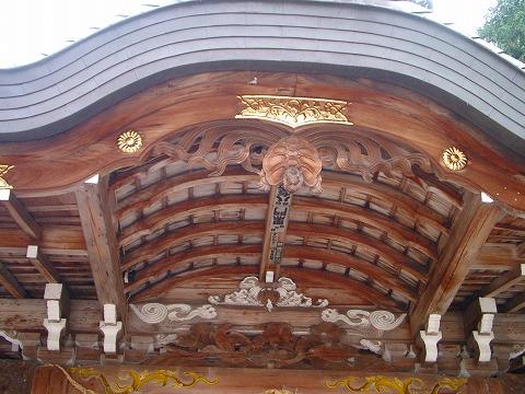 湯泉神社の三羽ガラス