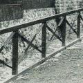 明治36年~川沿いの鉄柵