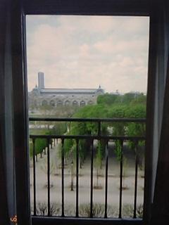 窓から見るチュイルリー公園