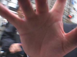 ビデオカメラに指紋をつけて汚したゆでだこデカ