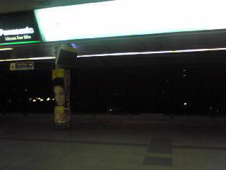夜のサイアム駅。