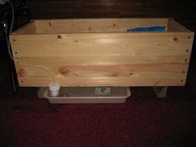 山梨県産檜間伐材のプランターと自動給水装置