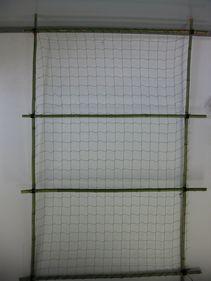 竹で作った栽培枠
