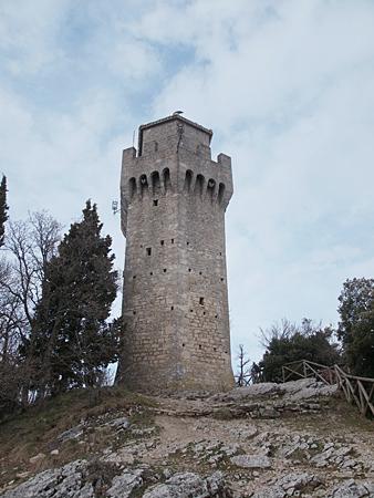 一番離れた塔