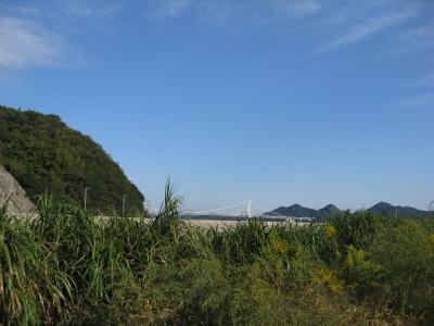 遠くに因島大橋
