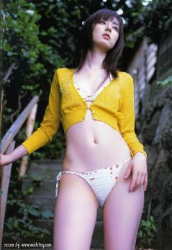 秋山莉奈貧乳画像