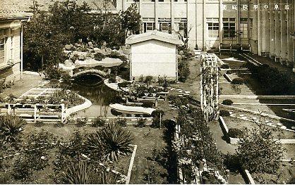岐阜中学校中庭