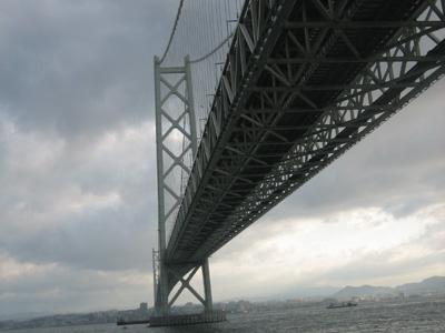 明石海峡大橋下