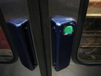 ボタン式ドア