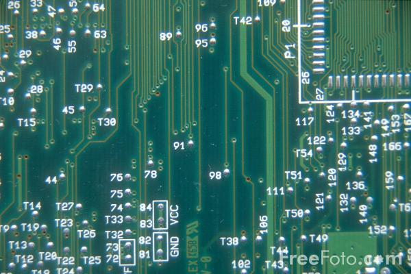04_20_1---Printed-Circuit-Board_web.jpg