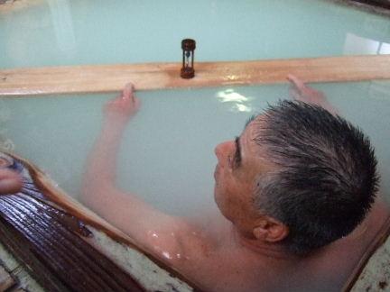 入浴する常連客