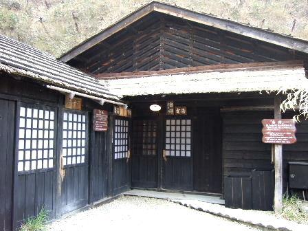鶴の湯白黒湯屋