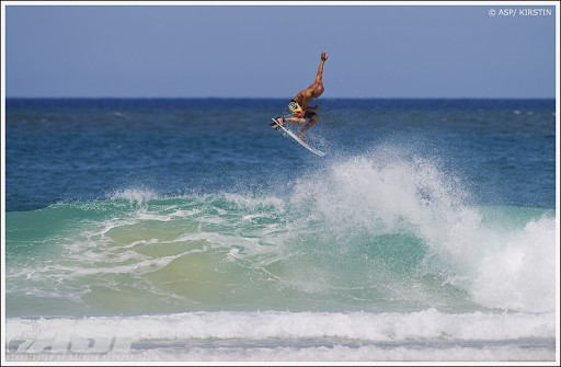 kelly-slater-warms-up-on-gold-coast-512x335.jpg