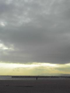 かすかに見える淡路島