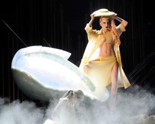 lady-gaga-grammy-2011-3s.jpg