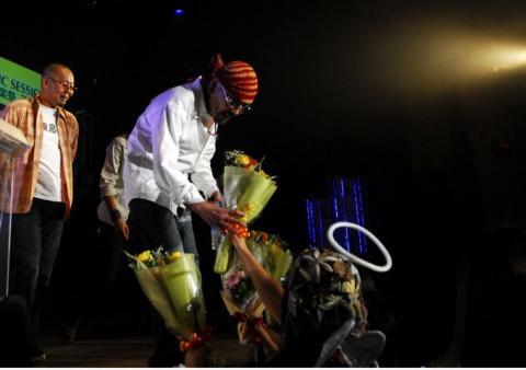 ぐりぐりちゃんから08/11/5にプレゼントして頂いた写真ナイスミドル音楽祭2008インタビュー時に『おとんと林のおいちゃんと天使のアタシ』ぐりぐりちゃんありがとう~ヾ(*⌒∇⌒)ノ