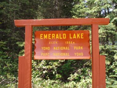エメラルド湖の看板