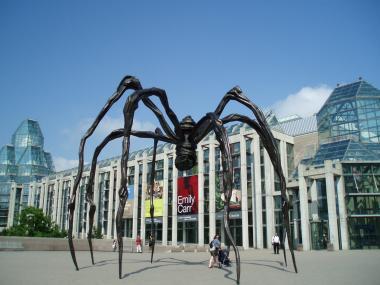 オタワの美術館前