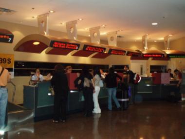 セントラル駅のチケットカウンター