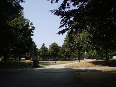 Vancouverのアパート前の公園