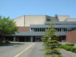 アスベスト使用が判明し、休館となった旭川市民文化会館