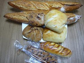 メゾンカイザーでパンを買う