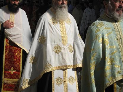これはおまけ。ギリシャ正教の司祭さんが着る礼服の詳細です。