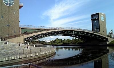 運河公園に架かる橋