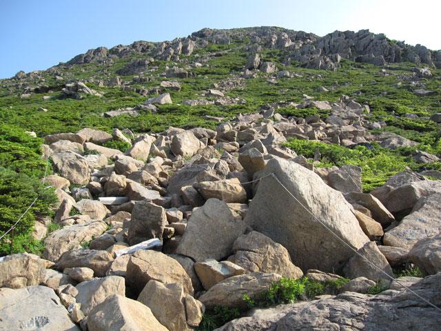岩がゴロゴロ