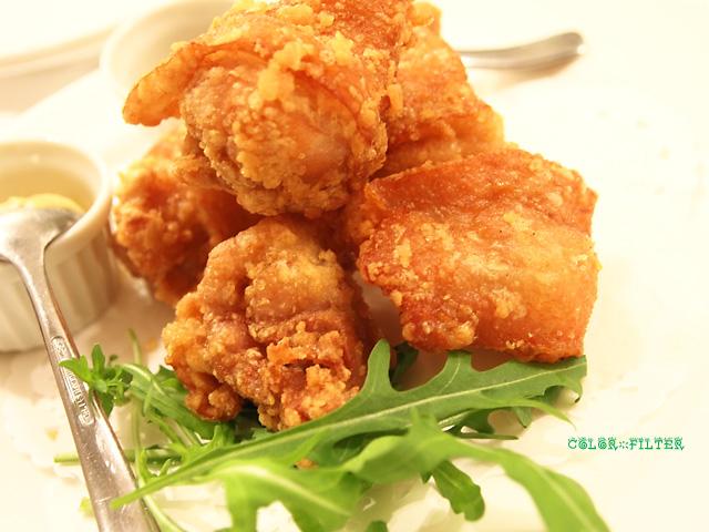 三笠会館伝統の味 若鶏の唐揚げ レモン添え