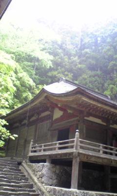雨に滴るいい寺院
