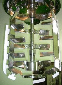 化粧品の真空乳化釜5