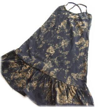 ストレッチ素材のティアードキャミドレス