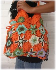 手編みのフラワーニットバッグ