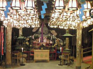 三段壁洞窟 神社