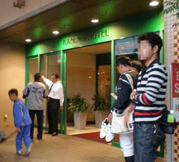 亀の井ホテル入口