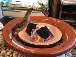 ⑱川魚 焼いてます